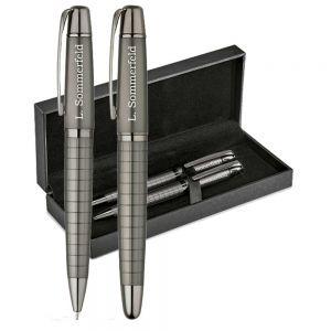 Schreibset mit Gravur als Geschenk aus Metall (Carbonfaser Gewehrmetall) - Tintenroller & Kugelschreiber mit Geschenketui